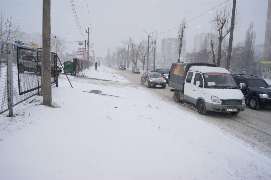 На центральных улицах Одессы так и не появилась снегоуборочная техника (ФОТОРЕПОРТАЖ), фото-1
