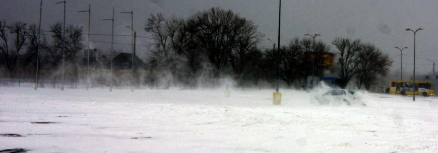 Кому война... Беспечный одессит устроил снежный дрифт (ФОТО), фото-6