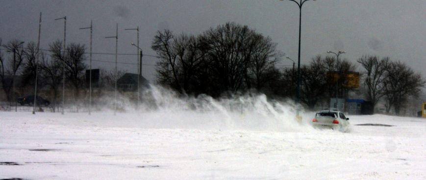 Кому война... Беспечный одессит устроил снежный дрифт (ФОТО), фото-5