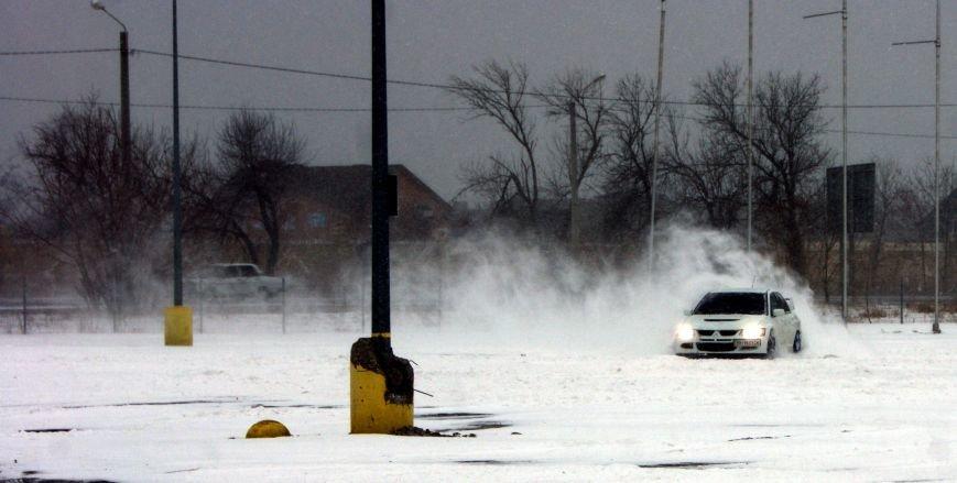 Кому война... Беспечный одессит устроил снежный дрифт (ФОТО), фото-10