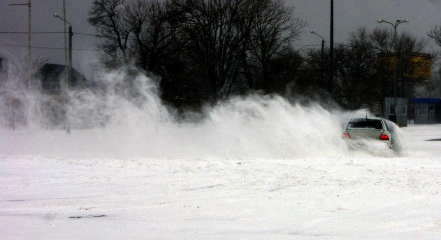 Кому война... Беспечный одессит устроил снежный дрифт (ФОТО), фото-13