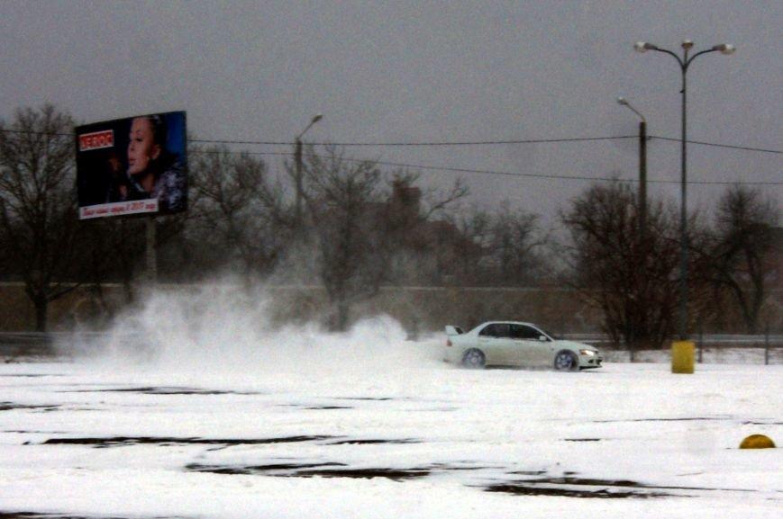 Кому война... Беспечный одессит устроил снежный дрифт (ФОТО), фото-9
