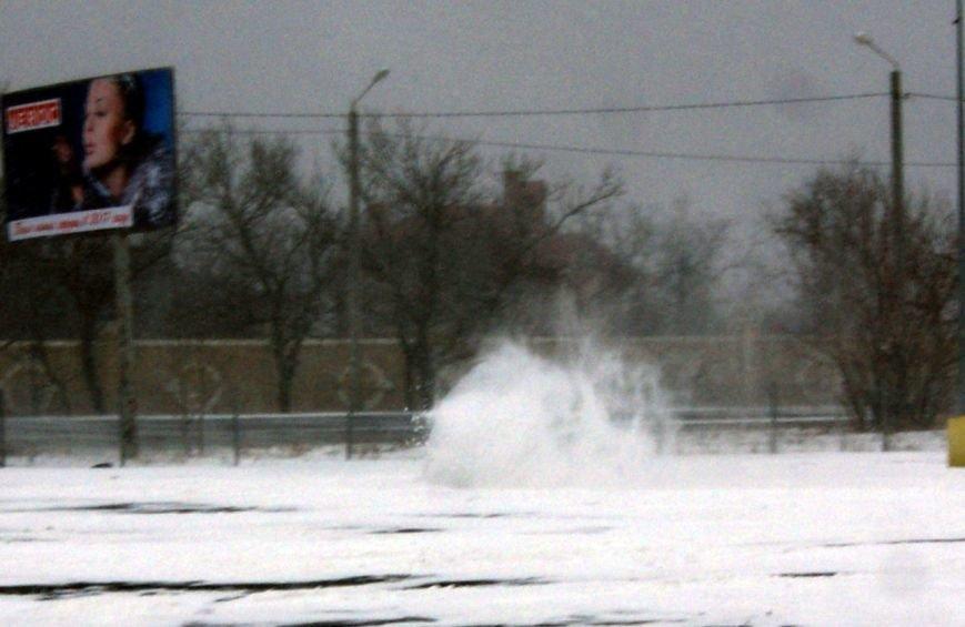 Кому война... Беспечный одессит устроил снежный дрифт (ФОТО), фото-7