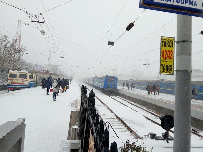 Электрички идут с вокзала Одессы и обратно с опозданием (ВИДЕО, ФОТО), фото-8