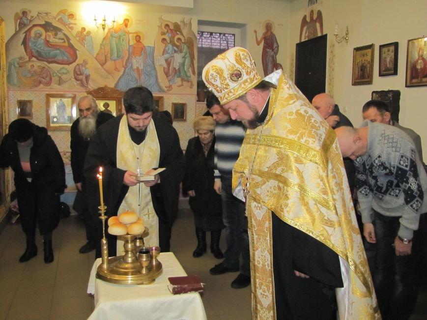 В Мелитополе началась традиционная вечерняя Рождественская служба (фото, видео), фото-11