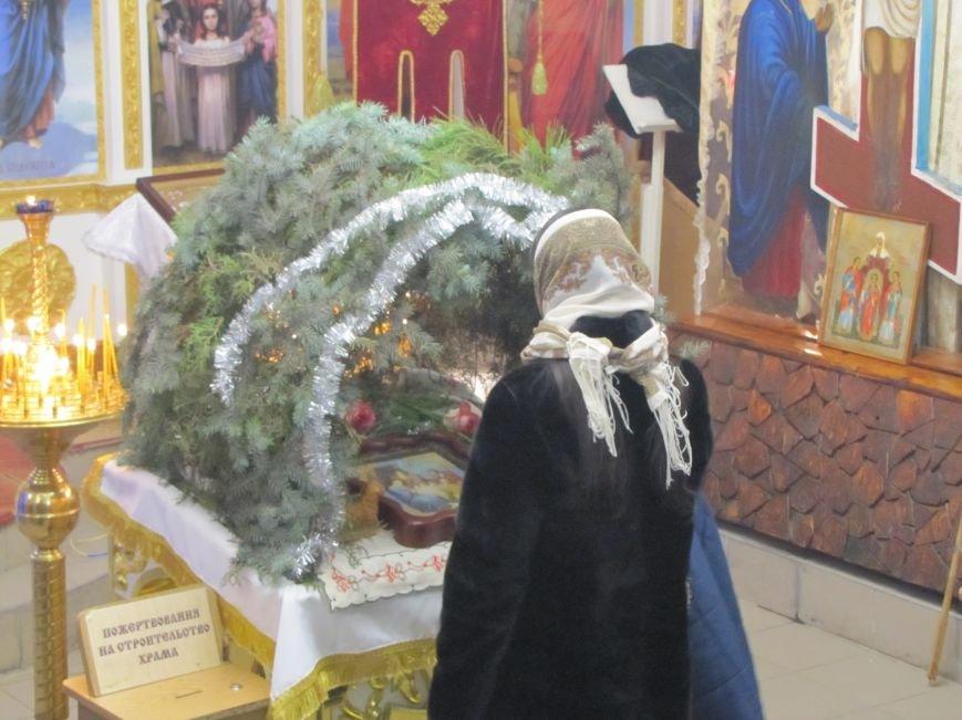 В Мелитополе началась традиционная вечерняя Рождественская служба (фото, видео), фото-4