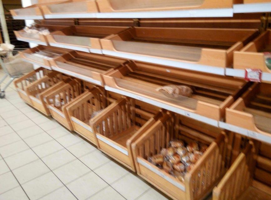 Хлебный кризис: Одесситы смели с прилавков весь хлеб и муку (ФОТО), фото-3