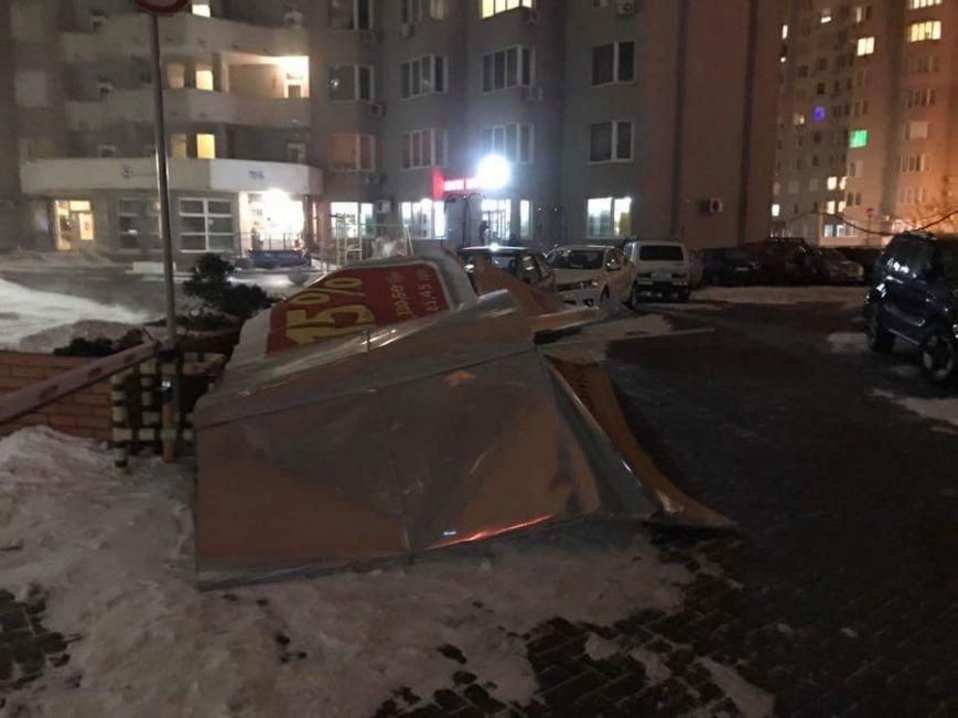 Жесть: Mercedes раздавила рекламная конструкция, фото-3