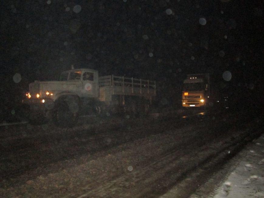 В Запорожской области 33 машины и 41 человек застряли на дорогах из-за снегопада, - ФОТО, фото-2