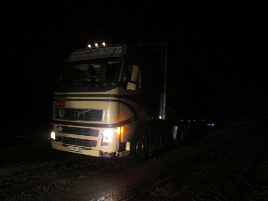 В Запорожской области 33 машины и 41 человек застряли на дорогах из-за снегопада, - ФОТО, фото-3