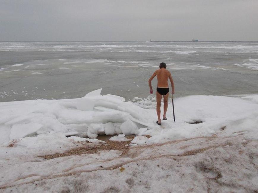 Экстремалы Бердянска провели Рождественский заплыв в Азовском море (ФОТО), фото-2