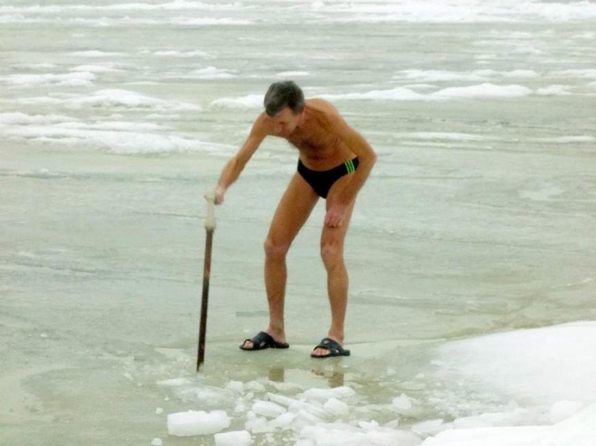 Экстремалы Бердянска провели Рождественский заплыв в Азовском море (ФОТО), фото-3