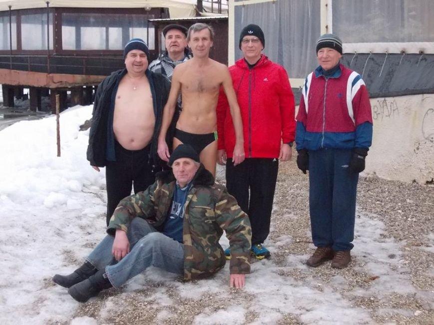 Экстремалы Бердянска провели Рождественский заплыв в Азовском море (ФОТО), фото-10