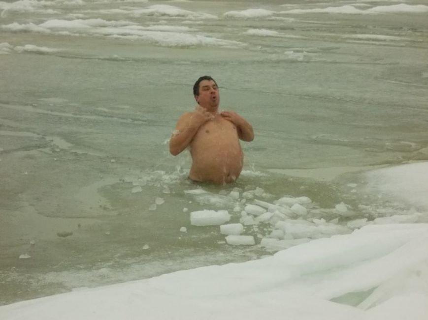 Экстремалы Бердянска провели Рождественский заплыв в Азовском море (ФОТО), фото-8