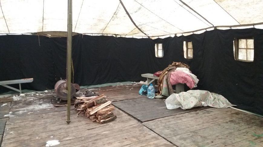 Как выглядит палатка для обогрева у Малого рынка, снаружи и изнутри, - ФОТО, фото-8