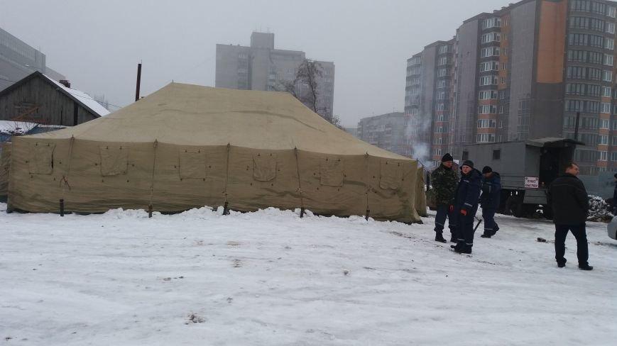Как выглядит палатка для обогрева у Малого рынка, снаружи и изнутри, - ФОТО, фото-1