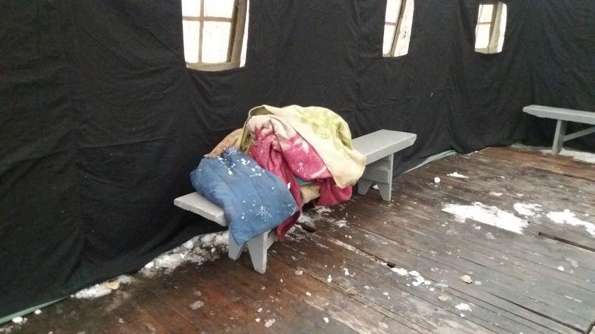 Как выглядит палатка для обогрева у Малого рынка, снаружи и изнутри, - ФОТО, фото-9