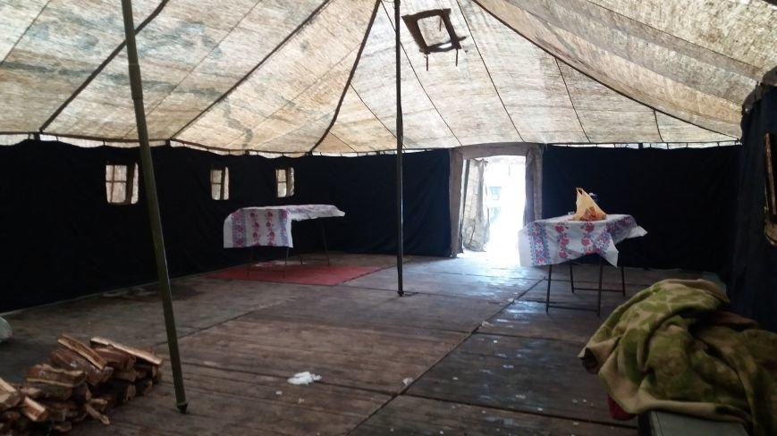 Как выглядит палатка для обогрева у Малого рынка, снаружи и изнутри, - ФОТО, фото-6