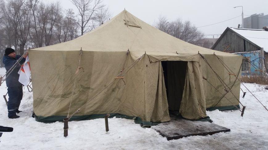 Как выглядит палатка для обогрева у Малого рынка, снаружи и изнутри, - ФОТО, фото-4