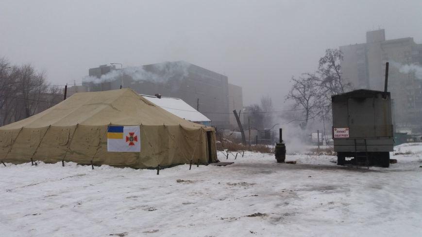 Как выглядит палатка для обогрева у Малого рынка, снаружи и изнутри, - ФОТО, фото-12