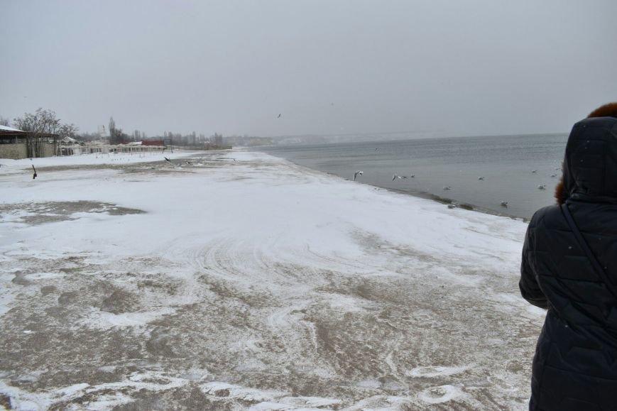 На одесском побережье ветер сносит снег в море (ФОТО), фото-1