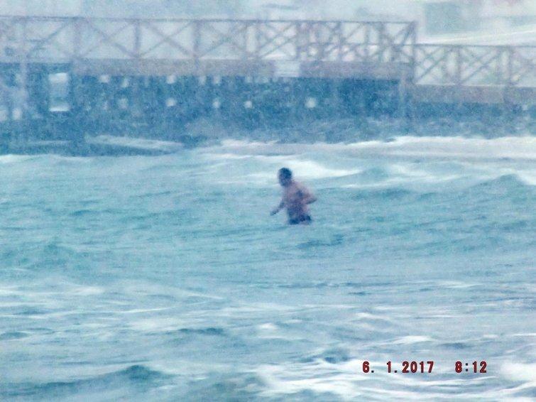 Самый оторванный морж показал класс на одесском пляже (ФОТО), фото-1