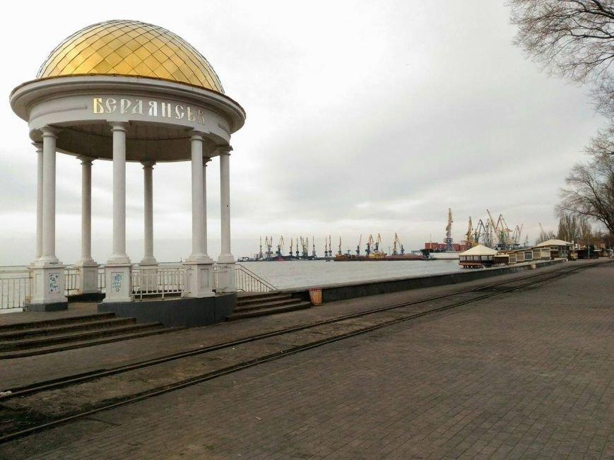 Безлюдный Бердянск: как выглядит курортный город зимой, - ФОТОРЕПОРТАЖ, фото-12