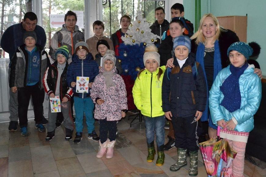 В Гаспринском санатории дети учились делать Рождественские открытки, фото-4