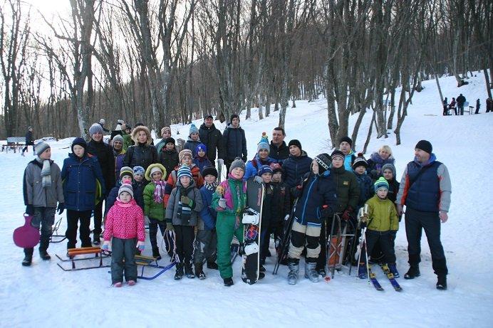 Зимние забавы титановцев – ялтинские спортсмены освоили лыжи и санки, фото-1