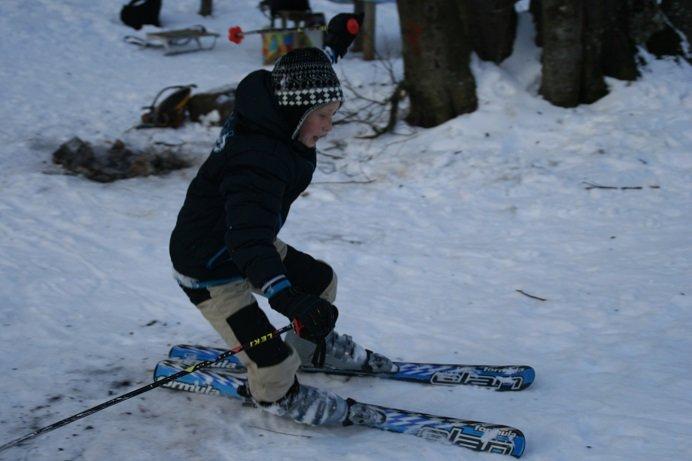 Зимние забавы титановцев – ялтинские спортсмены освоили лыжи и санки, фото-2