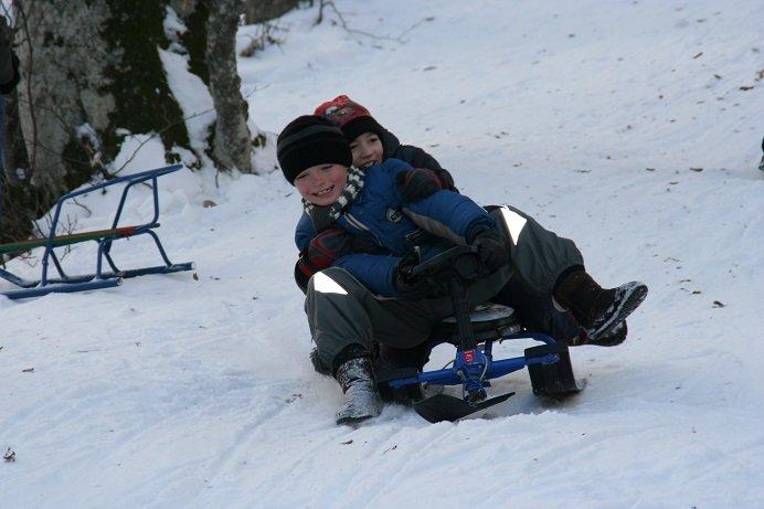Зимние забавы титановцев – ялтинские спортсмены освоили лыжи и санки, фото-3