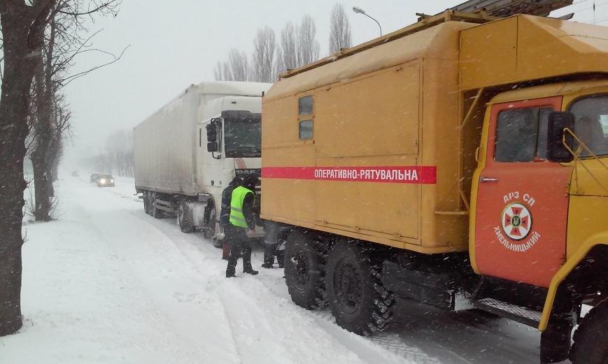 На Хмельниччині рятувальники продовжують ліквідовувати наслідки несприятливих погодних умов, фото-1