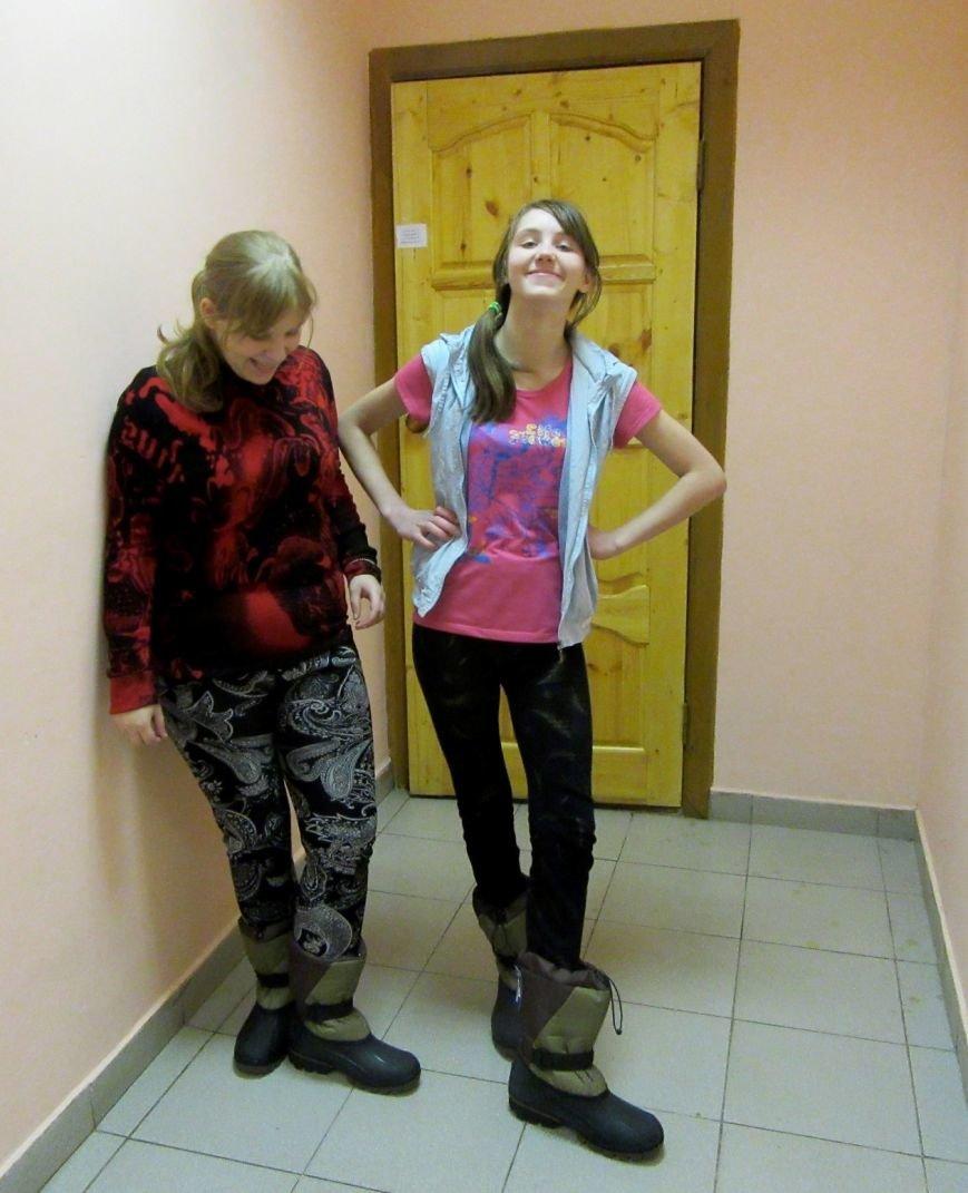 В Псковской области воспитанники девяти детских учреждений получили новую зимнюю обувью, фото-1