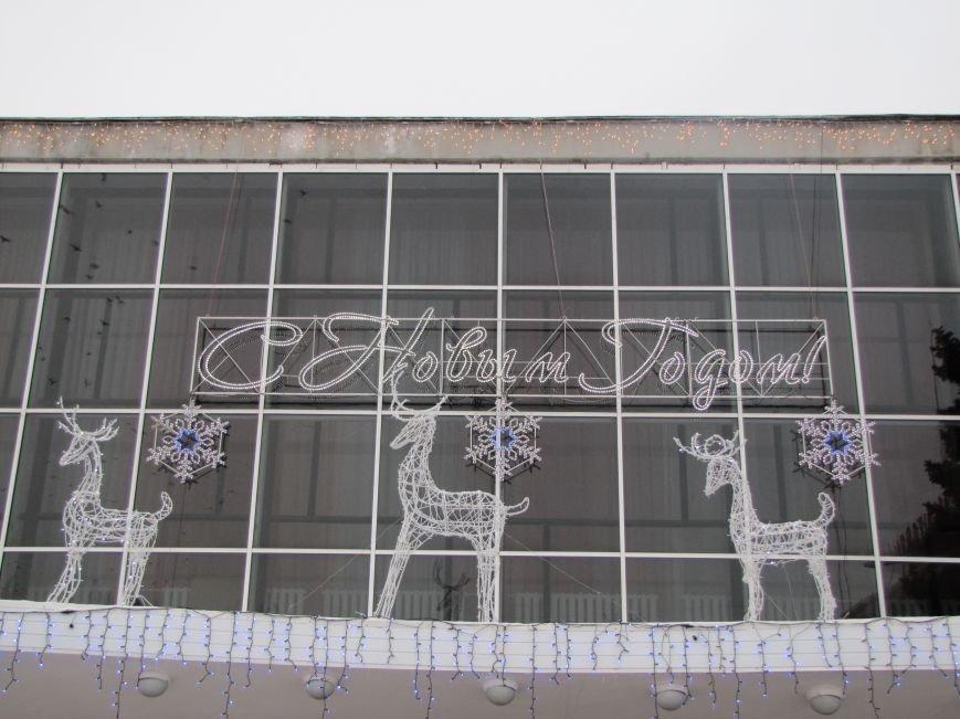 Светодиодные олени и медведь поселились в Доме культуры (фото), фото-2