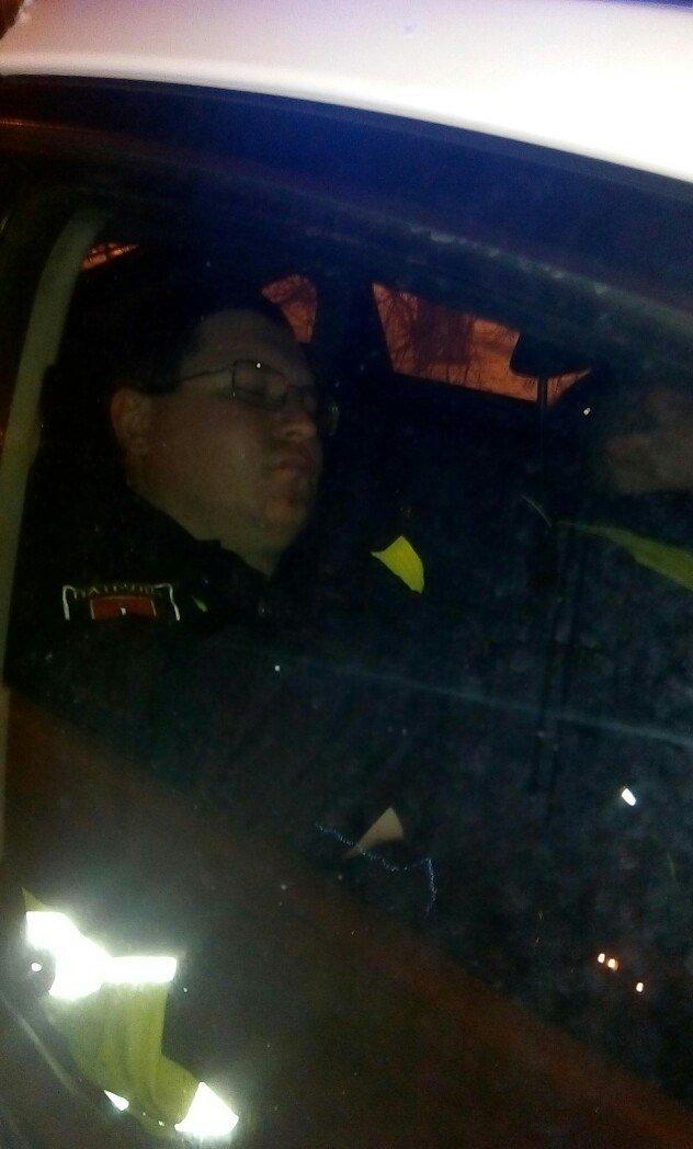 """Одесских полицейских сфотографировали спящими в """"Приусе"""" (ФОТО), фото-1"""