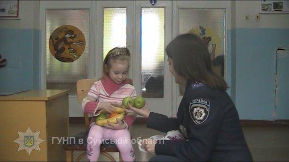 На Сумщине мать на всю ночь оставила 5-летнюю дочь одну в квартире (ФОТО), фото-1