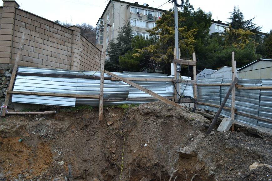 Дом на трубе в центре Гаспры. Почему скандальная стройка продолжается?, фото-1