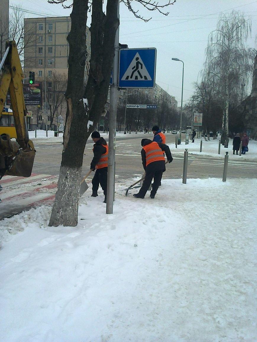ФОТОФАКТ: Уборка улиц от снега в Вишневом, фото-2