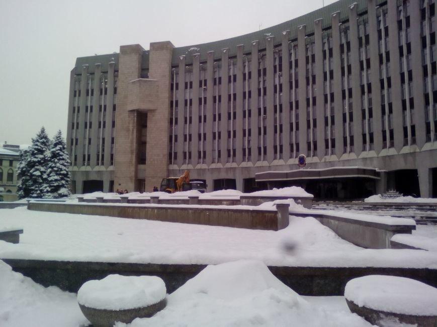 Как из-под здания горсовета Днепра грузовиками вывозят снег (ФОТОРЕПОРТАЖ, ВИДЕО), фото-3