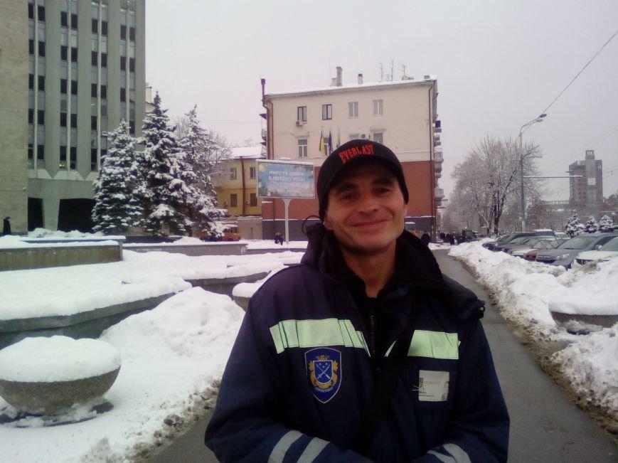Как из-под здания горсовета Днепра грузовиками вывозят снег (ФОТОРЕПОРТАЖ, ВИДЕО), фото-4