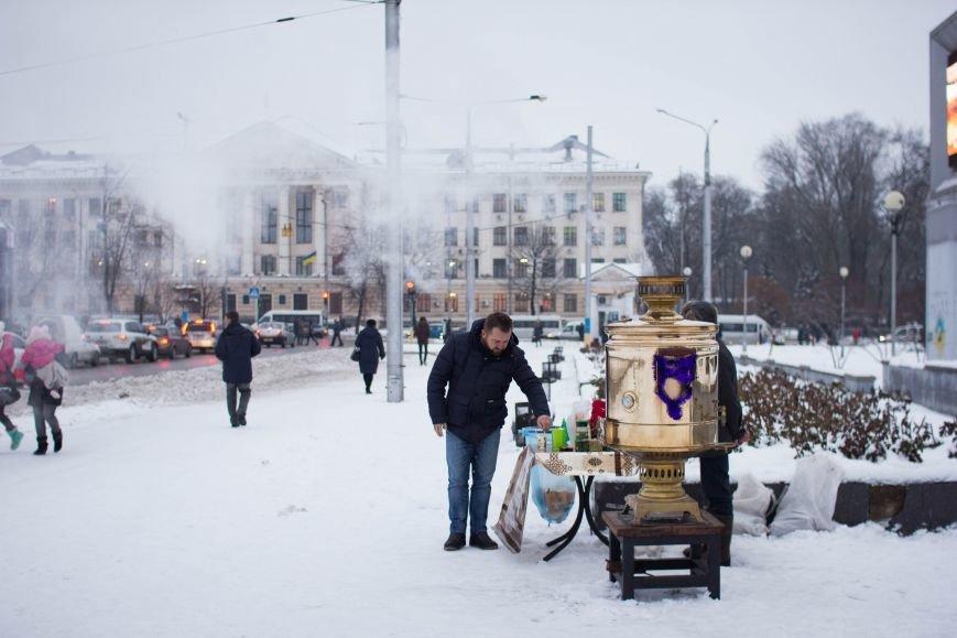 Возле запорожской мэрии поставили огромный самовар, - ФОТОФАКТ, фото-2
