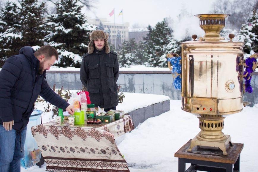 Возле запорожской мэрии поставили огромный самовар, - ФОТОФАКТ, фото-1