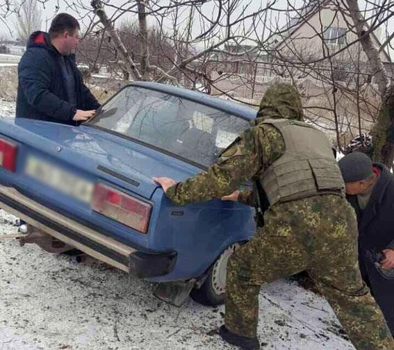 """Полицейские  """"доставили"""" на проезжую часть сразу несколько авто мариупольцев (ФОТО), фото-3"""