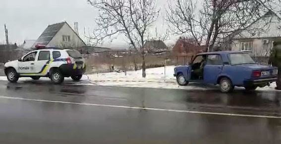 """Полицейские  """"доставили"""" на проезжую часть сразу несколько авто мариупольцев (ФОТО), фото-2"""