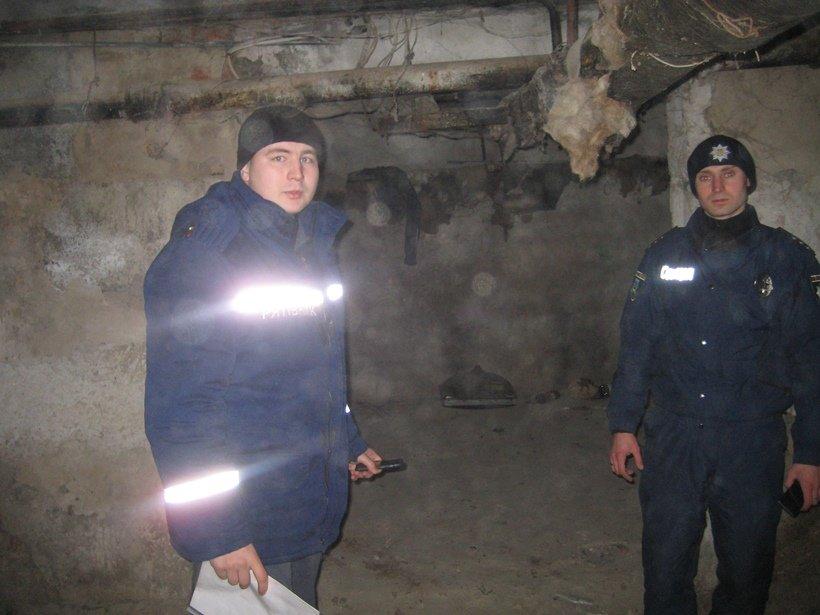 Рятувальники та поліцейські перевірили місця проживання безхатченків на Київщині (Фото), фото-6
