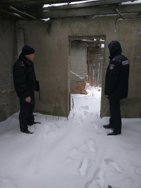 Рятувальники та поліцейські перевірили місця проживання безхатченків на Київщині (Фото), фото-2