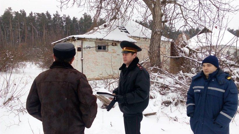 Рятувальники та поліцейські перевірили місця проживання безхатченків на Київщині (Фото), фото-5