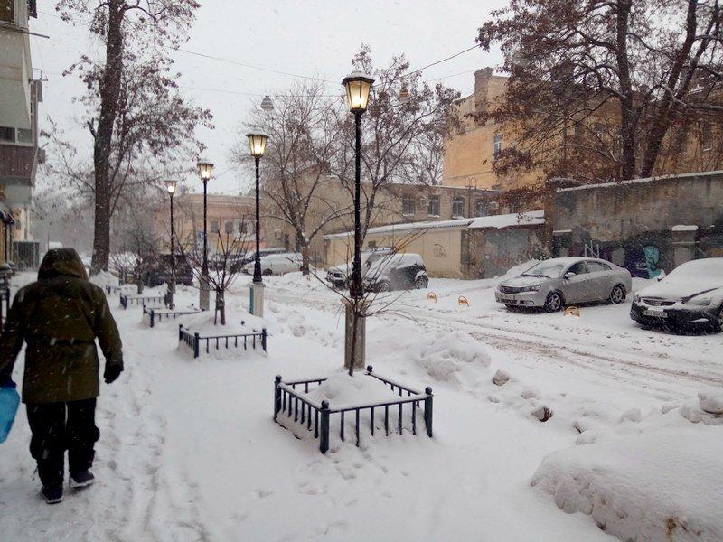 На рассвете Одессу стало заметать снегом сильнее (ФОТО), фото-1