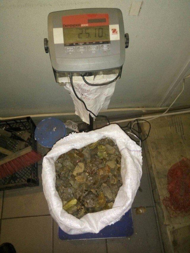 25 кілограмів бурштину у запасному колесі, фото-3