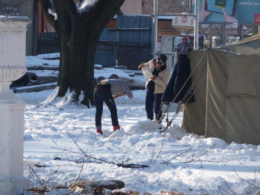 В Одессе бездомные мылись при минусовой температуре, фото-1